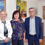 Bildungs- und Arbeitslandesrätin Beate Palfrader präsentierte den neuen Fachkräftemonitor 2019 gemeinsam mit Sabine Platzer-Werlberger (Stellvertretende AMS-Tirol-Chefin, li.) und Anton Kern (AMS-Tirol-Chef, re.).